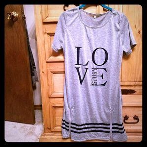 Dresses & Skirts - Cute little t-shirt dress (2)